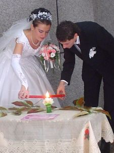Couple Lighting Unity Candle, Wikipedia Commons